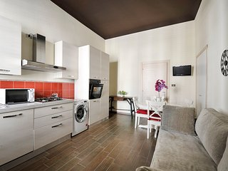 Modern 1bdr in an 'old Milan' style building, short walk from Loreto