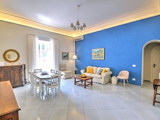 Positano Apartment Sleeps 4 with Air Con - 5650644