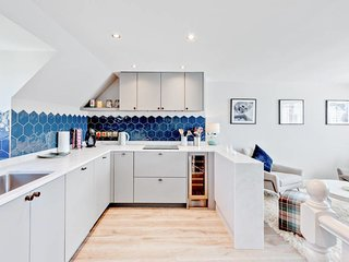 Gorgeous 2Bd Flat with Terrace in West Kensington