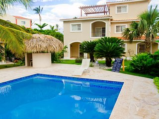 The apartment is located in the tourist center of Bavaro 200 meters - beach