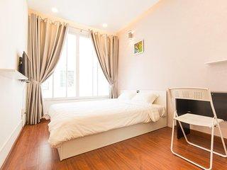 Qhome Saigon Vo Van Tan Standard room 2