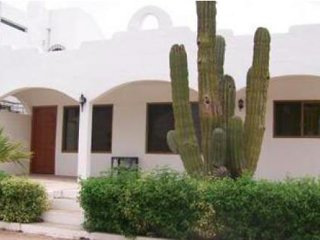 Cozy, economical 2 bedroom/one bath casita centrally located in San Carlos.for 6