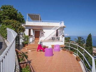 Private Villa VILLA LA SELVA with terrace with enchanting sea and Vesuvius views