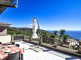 Marvellous House LA TERRAZZA SUI DUE GOLFI with sea view and private terrace