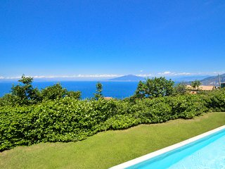 Villa Luisa with Private Swimming Pool, Sea View and Parking