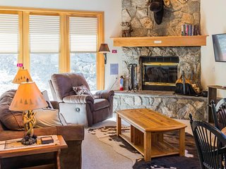 NEW LISTING! Ski-in/ski-out townhome w/shared tennis, golf & prime location