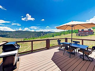 Sunny 3BR w/ Big Deck, Mountain Views & Pool - 1 Mile from Granby Ranch Base