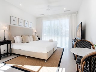 Hampton #1 Broadbeach 1 Bedroom Apartment - New Luxurious and Spacious