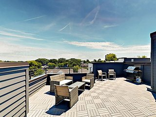 All-Suite Retreat - Rooftop Deck & Pergola - 1 Mile to Gulch, 2 to Downtown
