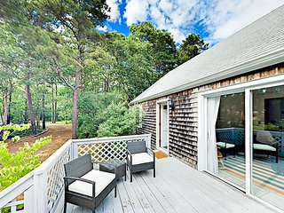 Exquisite Eastham 4BR/1.5BA Cottage - Minutes to Bay & Ocean