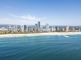 CHELSEA BY THE SEA – 2 BED APART – WALK TO BEACH - BROADBEACH
