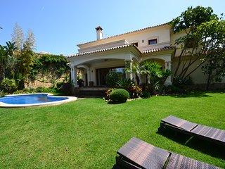 Luxury Villa Calahonda Close To The Beach