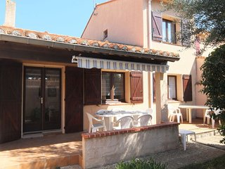 4 bedroom Villa with WiFi and Walk to Beach & Shops - 5417423