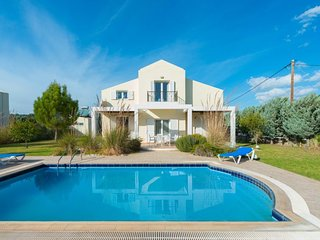 3 bedroom Villa with Pool, Air Con and WiFi - 5648874