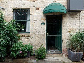 Heritage Listed Sandstone Cottage