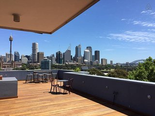 Potts Point Terrace Apartment with City View