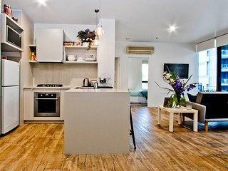 Stylish Melbourne Apartment, Amazing Location!