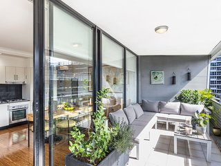 Sunny Air Conditioned Sydney 2 Bedroom Apt