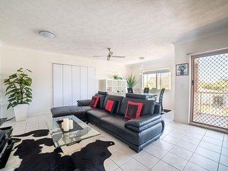 1 Bedroom Gold Coast Beachside Apt w/AC + Parking