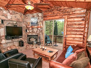 *IMMACULATE CENTRAL LOG HOME~Pool Table~Deck Views