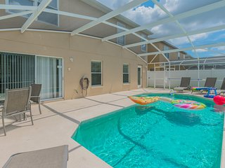 Deluxe Pet Friendly Home, south facing pool, 4460