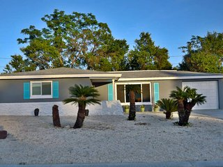 Accommodates Up To 6 Guests-Amenities Galore. Garage Parking. Washer And Dryer.  Complete Kitchen.