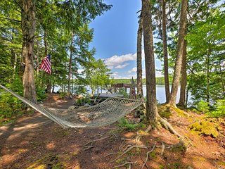 NEW! Waterfront Great Pond Cottage w/Views+Hot Tub