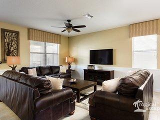 Luxury 8BR 5bth Champions Gate home w/pool, spa & gameroom