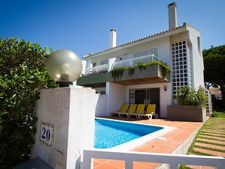 Modern 3bdr Villa with Pool, next to Hilton Hotel