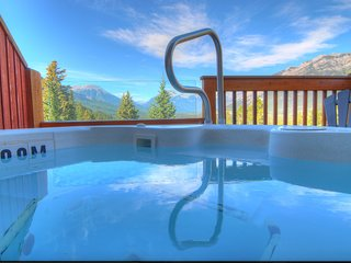 Bright + Modern Banff Getaway in a Great Location | Private Hot Tub!