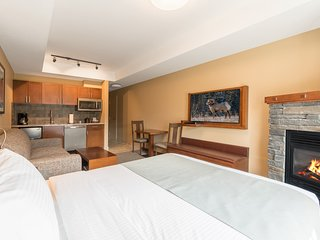 Open-Concept King Studio with Private Balcony |  2 On-Site Hot Tubs!