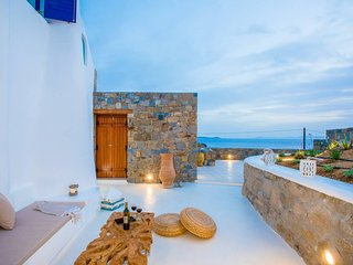 Gorgeous Studio in Cycladic Architecture Overlooking the Aegean