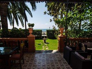 Villa historica en primera linea de la playa - 'Villa Isabel'