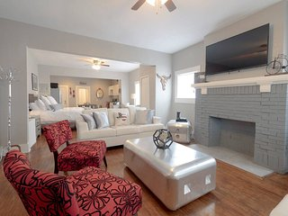 Laurel Pearl ★ BEST Location ★ 1BR ★ Sleeps 5!