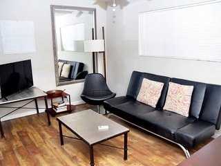 1 Bed Downtown - Close to Convention Center- 109
