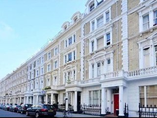 Modern, Bright 1 Bed apt w/View in Notting Hill