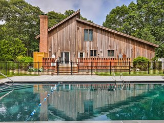 Beautiful East Hampton Home w/ Hot Tub & Pool!