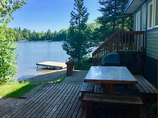 Tralina Lakefront Cottage Pet-Friendly Laurentians