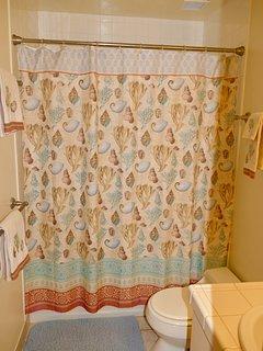 tub/shower, quality towels