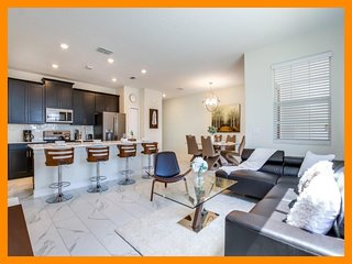 Championsgate 372- townhouse with private pool near Disney