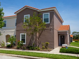 Four Bedroom w/ Screened Pool Close to Disney 4563