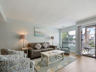 Courtside 104 * Gorgeous Poolside Townhouse - Short Walk to the Beach