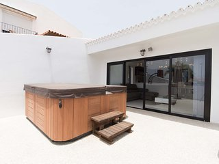 Luxury Modern 3 Bedroom Villa. Central Playa De Las Americas. 200meters to beach