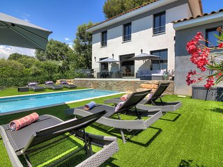 Luxurious & Modern Villa close to Biot & Valbonne, with Heated Pool & Gym