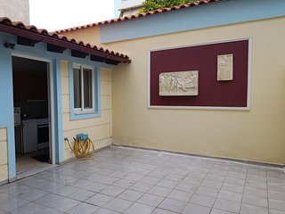 Live like a local in Imittos neighborhood, 2 stops away from the Acropolis!!