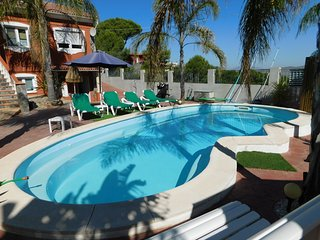 Beautiful apartment in Alhaurín de la Torre, with garden, pool and barbecue