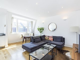 Newark Street Apt. . Bright Two Bedroom Apartment In Whitechapel