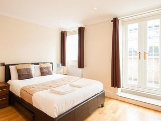 SUMMER SALE | London Serviced Apartment - Penthouse Apt