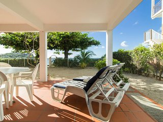 Cosy studio 'Plage', foot in the water at Anse-Mitan without sargasse
