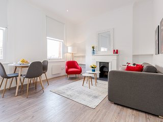 Brewer Red - 1bed flat in Soho - by BaseToGo